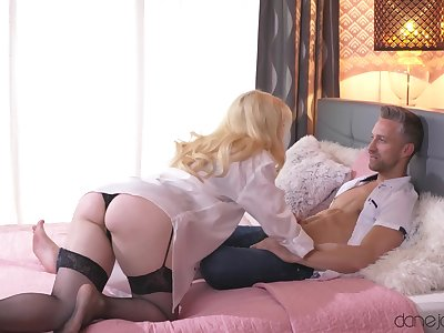 Peaches girl Misha Grim spreads her hooves just about ride and gets a cumshot