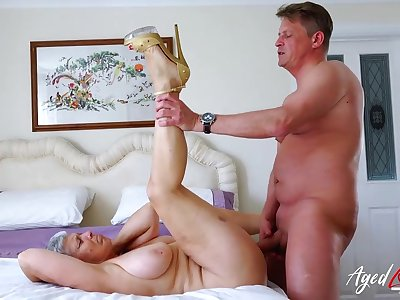 Old lady spreads her legs for his dick in her cunt