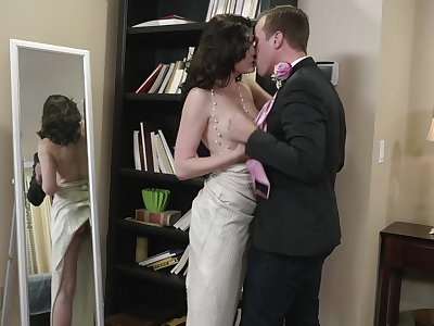 Dark-haired harlot Jessica Rex sucks off a alms-man before hard boffing